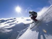 (c) TVB Stubai Tirol, Österreich - Tiefschneefahrer